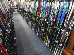 Ako si vybrať zjazdové lyže