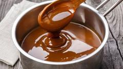 príprava karamelu do koláča