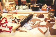 vyrezávanie vianočných medovníkov