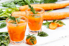 zdravý mrkvový koktejl