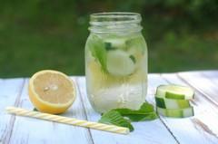 ako urobiť uhorkovú limonádu