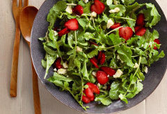 ako urobiť zeleninový šalát s rukolou a jogurtom