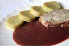 slivková omáčka a mäso