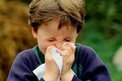 Ako naučiť dieťa správne smrkať?