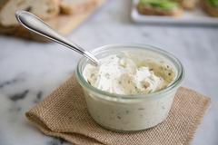 nátierka so syrom a cesnakom