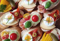 chlebíčky obložené
