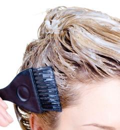 farbenie predĺžených vlasov