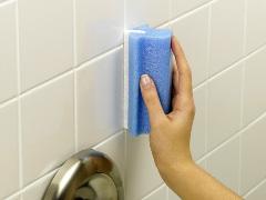 nezabudnite pri dezinfekcií kúpelne ani na obkladačky