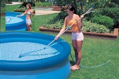 ručný bazénový vysávač