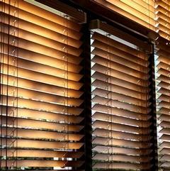 Ako vybrať a inštalovať drevené žalúzie