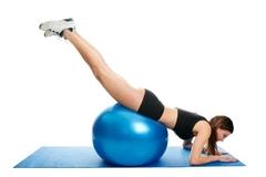 Ako cvičiť na lopte nohy?