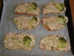 výborný zapečený chleba s brokolicou