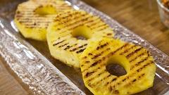 grilovaný ananás