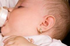 prepichovanie uší dieťaťu