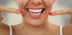 bielenie s bieliacim práškom na zuby