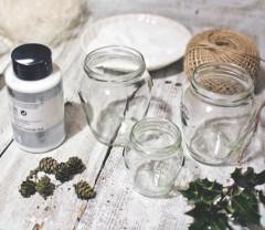 ako urobiť zasnežený svietnik zo zaváracieho pohára