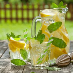ako urobiť domácu citrónovo-mätovú limonádu