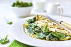 ako urobiť vajíčkovú omeletu s listovým špenátom