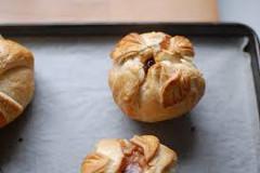 výborný recept ako zapiecť jablká v lístkovom ceste s vanilkovým krémom
