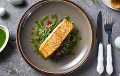 recept na lososa s bazalkovým maslom