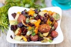 zeleninový šalát s pečenými zemiakmi