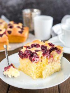 recept ako upiecť čerešňový koláč z cmaru