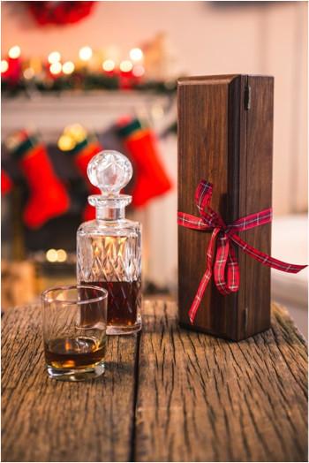 fľaša whiskey ako vianočný darček