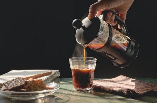 Ako pripraviť kávu ako z kaviarne? Vyskúšajte french press
